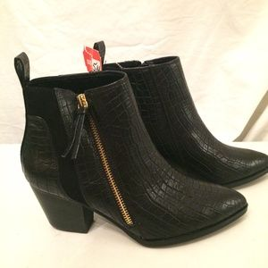 Bella Vita Black croc leather ankle boots 5M NEW